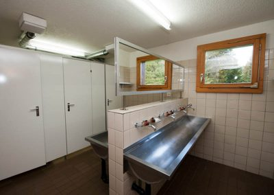 Eine von zwei Toilettenanlagen